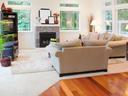 Какво трябва да знаем при избора на килими, тапети и врати?