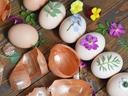 Боядисайте яйцата без Е-та, а с естествени материали
