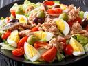 Салата с яйца и риба тон