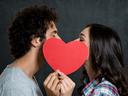 Как се целуват различните зодии?