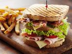 Домашен клуб сандвич с бекон и пуешко