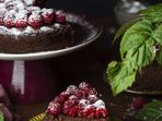 Шоколадов чийзкейк с малини без печене