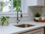 4 неща, които никога да не държите под кухненската мивка