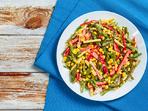 Маринована салата с боб и царевица