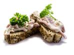 Салата с шунка, кисели краставички и майонеза