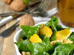 Зелена салата с орехи, портокали и горгонзола