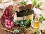 Домашни сапуни с билки, цветя и етерични масла