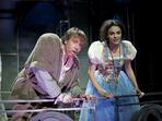 Българските Квазимодо и Есмералда спечелиха любовта на македонската публика