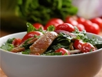 Питателна салата с пилешко и бекон