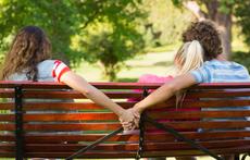 Как да кажете на приятелка, че мъжът й изневерява?