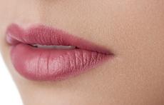 Как да се сдобием с естествено розови устни?
