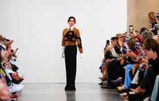 Виктория Бекъм представи колекцията си в Лондон