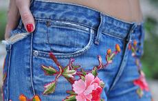 Дънки с флорална бродерия