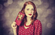 Моден хороскоп: Какво да подарите на жена Водолей