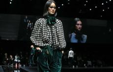 Зелено и кадифе в колекцията на Emporio Armani