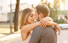 Как да разберете любовта му според това как ви целува