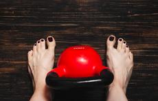 Ползи за здравето от вдигането на тежести без обувки
