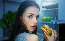 10 причини яденето късно да е вредно за здравето