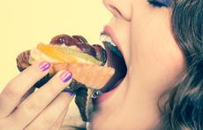 Защо жените жадуват за десерти следобед?