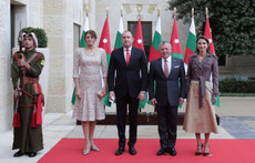 Вижте каква рокля избра Десислава Радева за визитата в Йордания