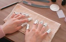 Как да премахнете безопасно геллака вкъщи без маникюрист?