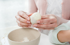 Трик за лесно и бързо белене на яйца