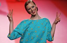 Ярки цветове и брошки с камъни от Prada за есен-зима 2015/2016