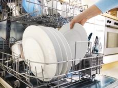 Защо съдовете излизат мръсни от миялната?