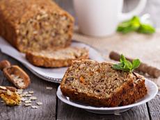 Джинджифилов кекс с глазура и орехи