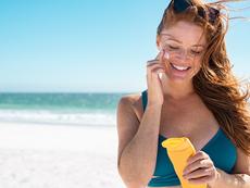 Как да премахнете следи от слънцезащитен крем по банския