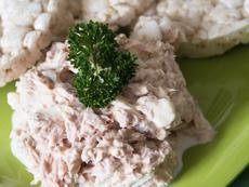 Свежа салата с риба тон