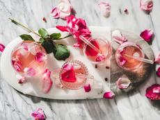 Лимонада със сладко от рози