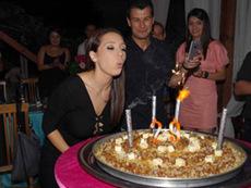 Мика Стоичкова празнува рожден ден с арабско парти
