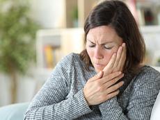 Каква е причината за поява на болка  в челюстта при дъвчене
