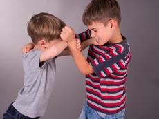 Какво да правите, ако децата ви си съперничат постоянно?