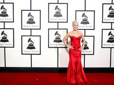 """Звездните тоалети на наградите """"Грами"""""""