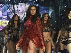 Кои супермодели дефилираха бременни на Victoria's Secret Fashion Show