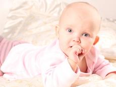 """Бебе на 2 месеца казва """"Обичам те"""" (видео)"""