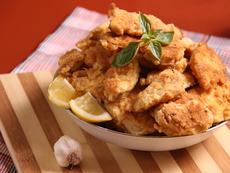 Панирани пилешки хапки с чесън
