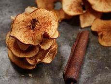 Ябълков чипс с канела