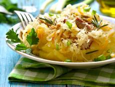 Мусака с картофи и кисело зеле