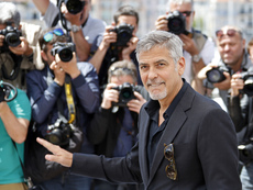 Джордж Клуни катастрофира с мотор