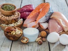 Какво се случва, когато ядете твърде много протеини
