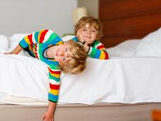 Да спи ли детето в самостоятелна стая?