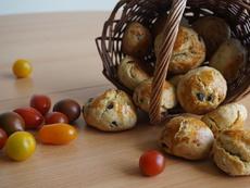 Видео рецепта: Содени питки с маслини и мащерка