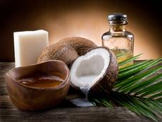 Как кокосовото масло намалява риска от косопад и накъсване на косъма