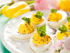 Фаршировани яйца с бекон