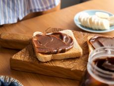 Домашен течен шоколад с бадеми и фурми