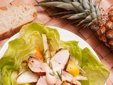 Пилешка салата с плодове и майонеза