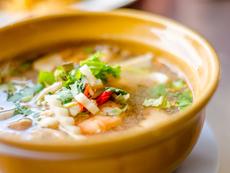 Тайландска супа с кокосово мляко, скариди и шийтаке